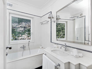 Terrace Suite Bathroom